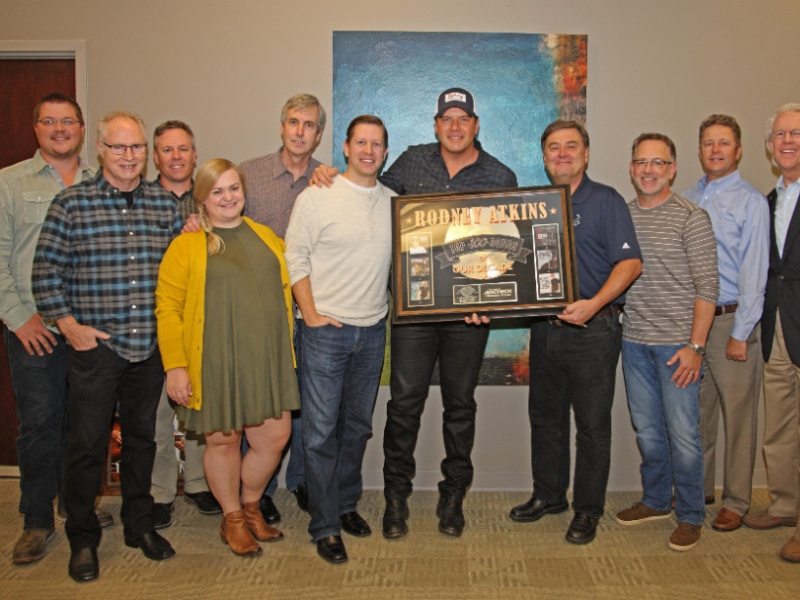 Rodney Atkinson at Curb (L-R) Curb Publishing's Colt Murksi; Producer Ted Hewitt; Curb Records' Jeff Tuerff, Samantha DePrez, Mike Rogers and Ryan Dokke; Rodney Atkins; Country Aircheck's Lon Helton; Curb Records' RJ Meacham, Benson Curb and Jim Ed Norman